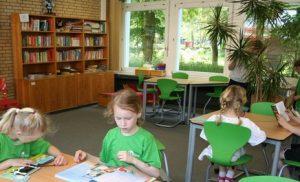 Schülerbücherei: Zur Ausleihe stehen eine Vielzahl an Büchern und Magazinen.