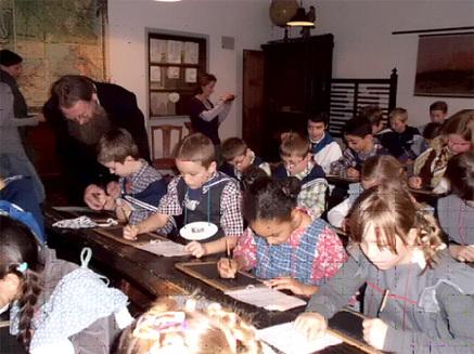 Die Klasse 4b besuchte das Schulmuseum