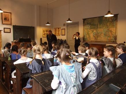Ausflug der Klasse 4b ins Schulmuseum
