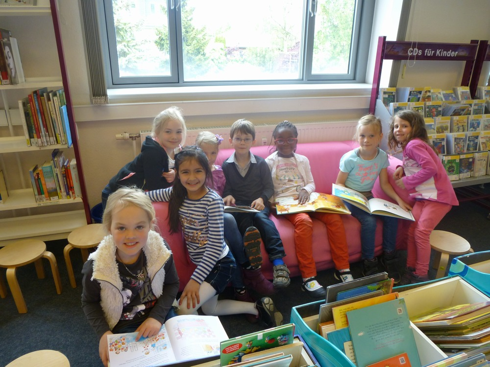 Die Klasse 1b zu Besuch in der Bücherhalle