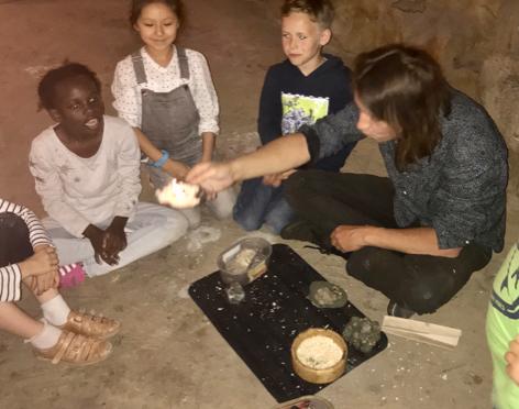 Koole Kids erforschen die Steinzeit: Tonleuchten – Höhlenmalerei – Feuer